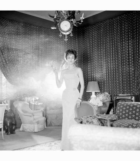 babe-paley-at-home-1959-photograph-courtesy-of-camera-presssnowdonredux