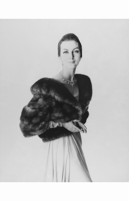 carmen-dellorefice-modeling-a-fur-jacket-and-dress-with-a-diamond-necklace-and-gloves-copia