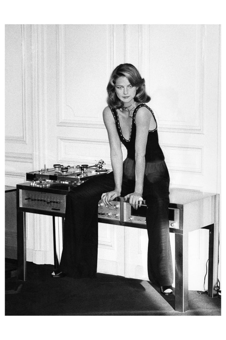 charlotte-rampling-photo-helmut-newton-vogue-march-1974