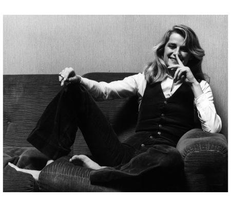 charlotte-rampling-smiles-sitting-on-a-sofa-milan-1974-pino-grossetti