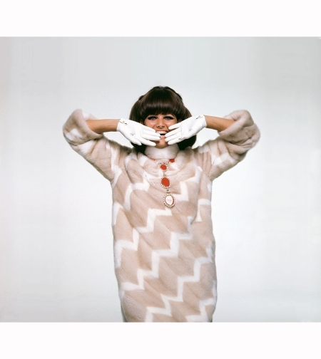 claudia-cardinale-wearing-pale-brown-mink-coat-laced-with-white-mink-diagonals-by-emeric-partos-necklace-by-miriam-haskell-vogue-1966-bert-stern