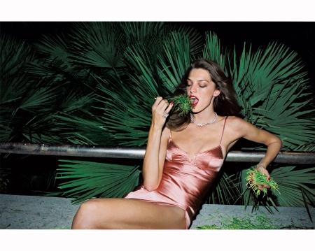 daria-werbowy-vogue-us-march-april-2004-helmut-newton