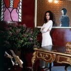 diane-von-furstenberg-standing-in-her-new-york-city-apartment-wearing-white-next-to-a-painting-by-robert-harvey-vogue-1972-horst-p-horst