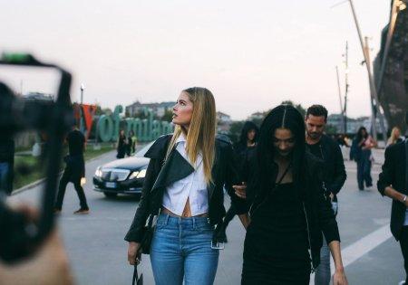doutzen-kroes-and-mariacarla-street-style-milan-2016-melodie-jeng
