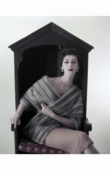 dovima-sapphire-mink-1954