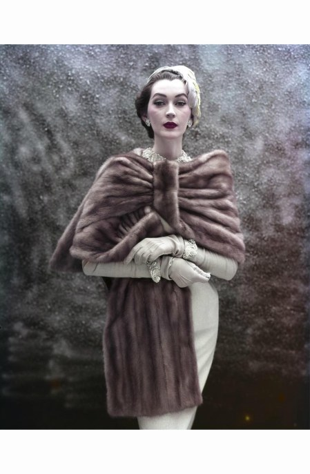 dovima-standing-draped-in-fur-with-arms-crossed-1953