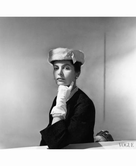 eliane-orosdi-modeling-balenciaga-ermine-bordered-cloche-november-1955
