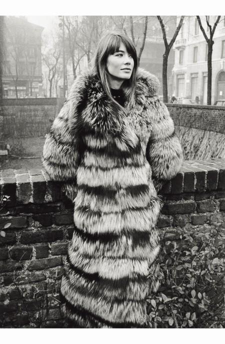 francoise-hardy-posing-wearing-a-fur-in-piazza-santambrogio-milan-1960