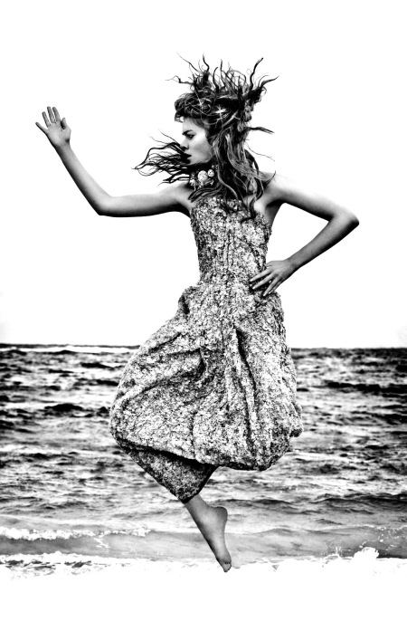 gwen-loos-the-tempest-elle-uk-june-2012-enrique-badulescu