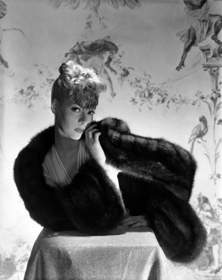 helen-bennett-wearing-sable-dyed-marten-cape-stole-and-hair-ornament-horst-p-horst-vogue-december-1938-2