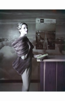 isabella-albonico-1963-traveling-bea-model-standing-sideways-wearing-fur-stole-and-headscarf-1963