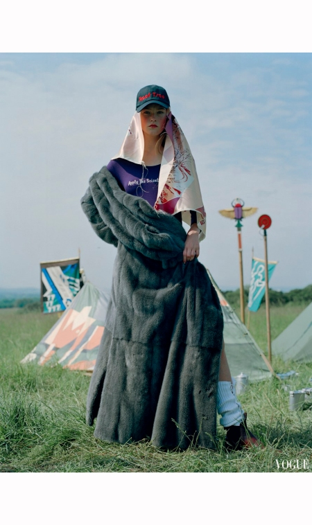 jean-campbell-have-fun-vogue-italia-november-2016-tim-walker-a