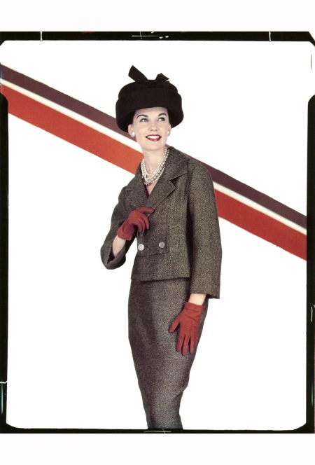 joan-whelan-in-suit-by-unidentified-designer-photo-by-johnny-moncada-rome-1957
