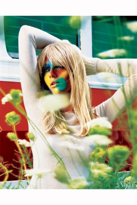 julia-stegner-vogue-italia-nov-2004-richard-burbidge