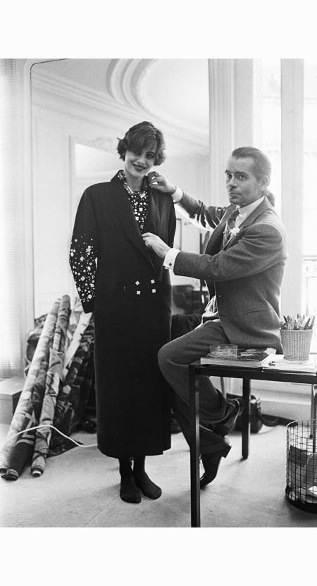 karl-lagerfeld-fitting-ines-de-la-fressange-1983-karl-lagerfeld-did-two-stints-at-chloe-from-1964-to-1983-and-1992-to-1997-pierre-vauthey