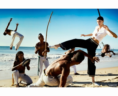karlie-kloss-by-mario-testino-for-vogue-us-july-2012-6