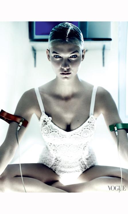 karlie-kloss-vogue%22destination-detox%22-phyllis-posnick-july-2013-mario-testino-d