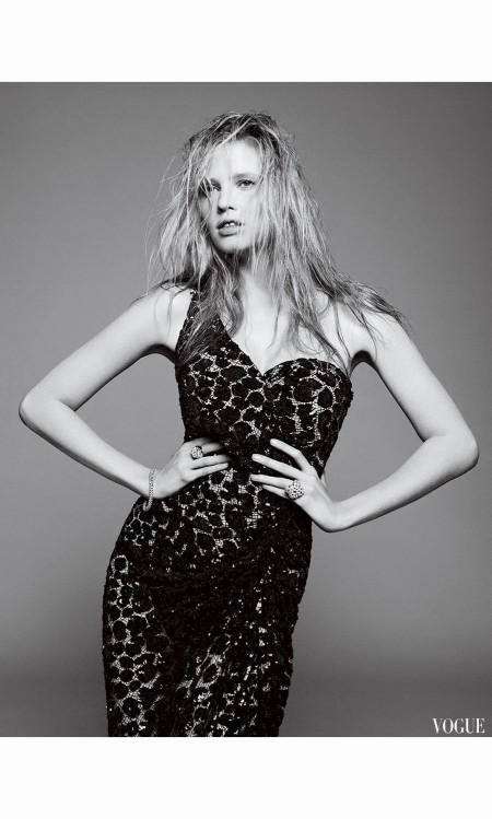 lara-stone-vogue-may-2010-david-sims