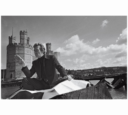 lord-snowdon-the-photographer-in-gwynedd-wales-in-1967-norman-parkinson