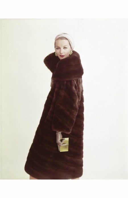 lucinda-hollingsworth-in-emba-mink-coat-by-maximilian-1958