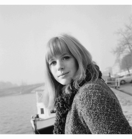 marianne-faithfull-on-the-banks-of-the-seine-river-in-paris-06-jan-1964-paris-france-pierre-fournier