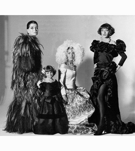 maxime-de-la-falaise-anna-klossowski-lucie-de-la-falaise-and-loulou-de-la-falaise-irving-penn-vogue-march-1992