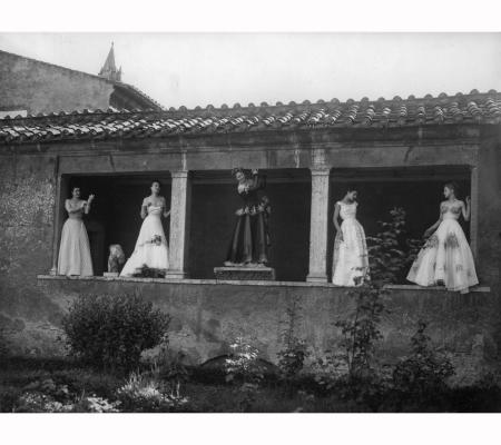 modelli-de-gasperi-zezza-fernanda-gattinoni-e-sorelle-fontana-tessili-nuovi-estate-n-37-luglio-agosto-settembre-1948-terme-di-diocleziano-pasquale-de-antonis