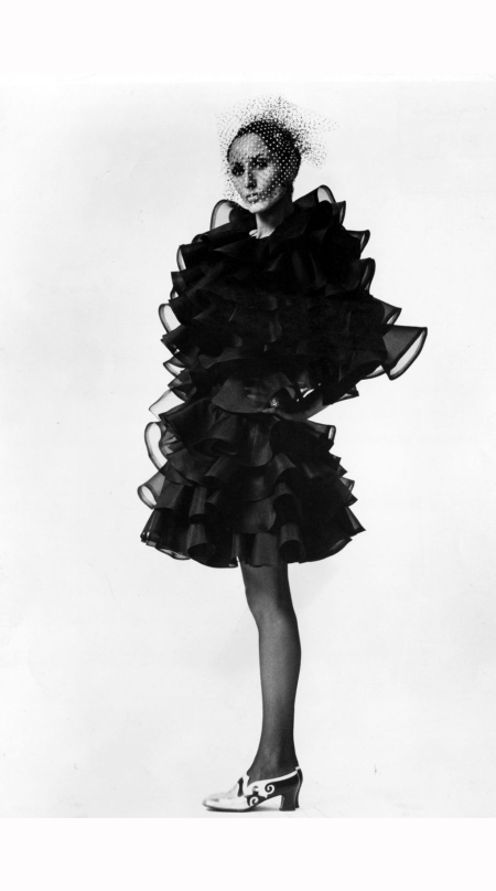 nati-abascal-strikes-a-pose-in-a-ruffled-organza-shawl-1969