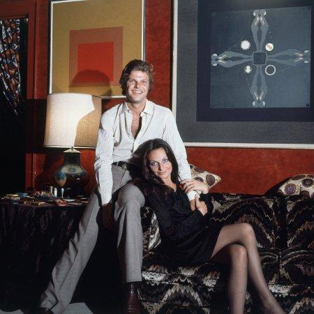 prince-and-princess-diane-eduard-egon-von-furstenberg-are-seated-on-the-sofa-in-their-manhattan-apartment-nyc-vogue-1972-horst-p-horst