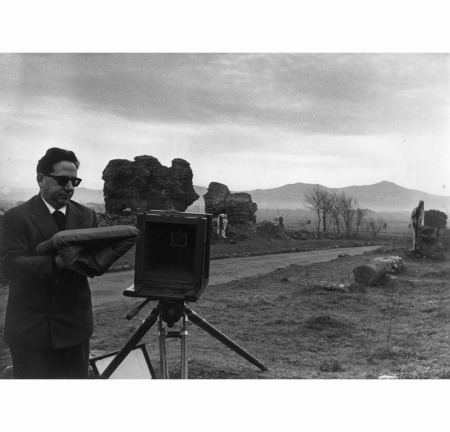 ritratto-di-pasquale-de-antonis-appia-antica-1950-pasquale-de-antonis-and-his-camera-virgilio-sabel