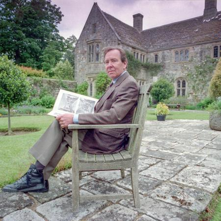 royal-photographer-lord-snowdon-dies-aged-86-andrew-hasson