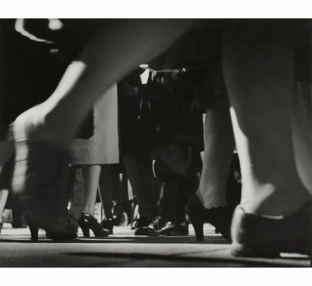 running-legs-forty-second-street-new-york-1940-41-lisette-model