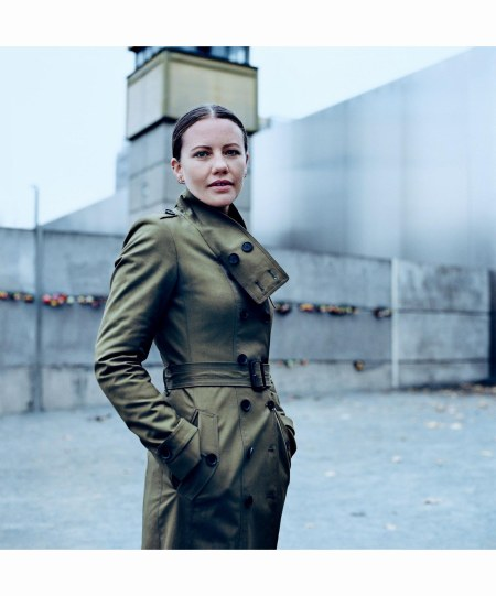sarah-harrison-he-wikileaks-editor-who-helped-hide-edward-snowden-anton-corbijn-vogue-march-2015