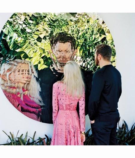 sean-and-alexandra-parker-random-triangle-mirror-2016-by-anish-kapoor-sean-wears-a-dolce-gabbana-sweater-alexandra-wears-a-valentino-dress-anton-corbijn