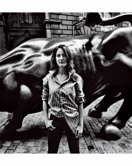 szelena-gray-in-front-of-arturo-di-modicas-charging-bull-anton-corbijn-vogue-september-2015