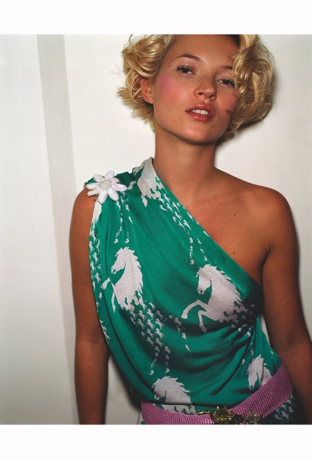 under-the-reign-of-stella-mccartney-chloes-springsummer-1999-campaign-featured-a-beach-inspired-look-mario-testino