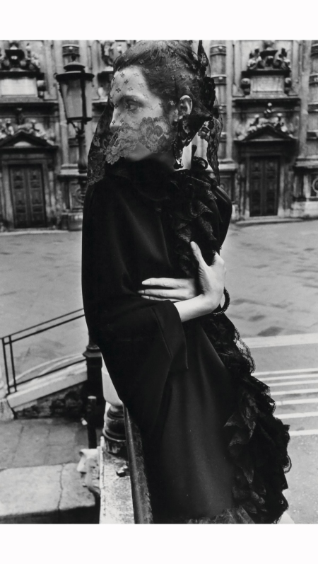 veiled-woman-in-venice-mirella-petteni-fashion-study-for-queen-magazine-1966-photo-helmut-newton