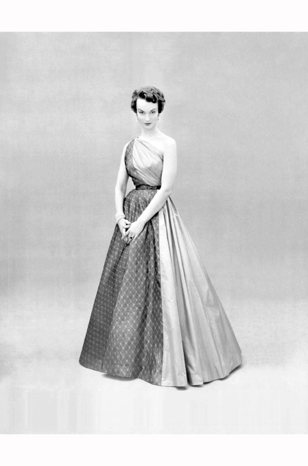 victoria-von-hagen-in-one-shoulder-evening-gown-of-rose-taffeta-and-gray-lightweight-wool-by-gres-lofficiel-1953-philippe-pottier
