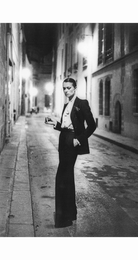 yves-saint-laurent-le-smoking-suit-photographed-by-helmut-newton-for-vogue-1975
