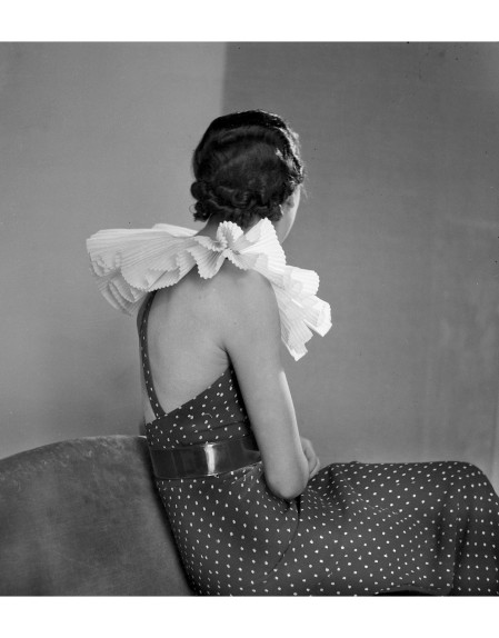 A fashion model wears an evening gown designed by French fashion designer Jeanne Lanvin which has a large ruffled neckpiece, Paris, March 1934 © Lipnitzki : Roger Viollet Collection.jpg