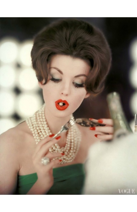 Dorothea McGowan wearing pearls from Imperial Pearl, photo by Karen Radkai, Vogue, September 1960.jpg