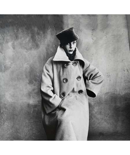 Bettina in coat by Schiaparelli, photo by Irving Penn, Vogue, 1950 copia
