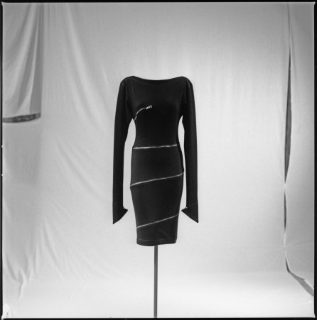 Black wool jersey, silvered metal zipper wrapped around the dress, boat neck and pointed sleeves, Alaïa AW81 Ilvio Gallo, 1996