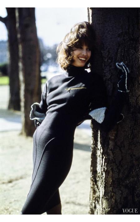 Christy Turlington in a shaped knit dress by Azzedine Alaïa Vogue, June 1986 © Arthur Elgort