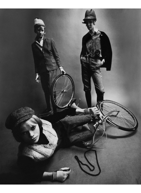 Diane Kinney, Sidney Stires, and Thorne Crouter Mademoiselle, August 1963 ©