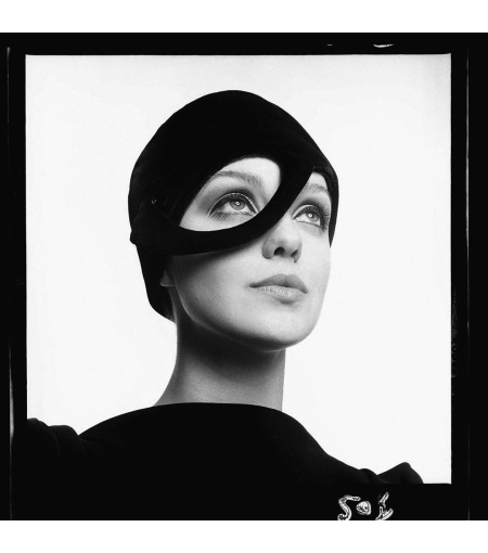 Donna Mitchell, Paris, February 4, 1965 © Richard Avedon