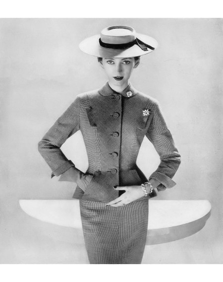 Dovima in pink yarn-dyed worsted suit by Larry Aldrich, hat by Mr. John, Harper's Bazaar, January 1951 © Richard Avedon