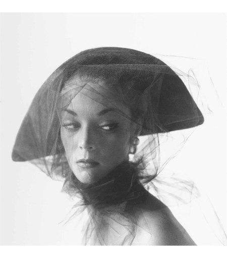 Girl in Veiled Hat (Jean Patchett), New York, Aug 18, 1949 © Irving Penn