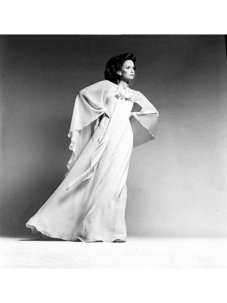 Karen Graham wearing a long silk chiffon dress with wide flowing sleeves and a long neck tie by Oscar de la Renta. Vogue 1974 © Francesco Scavullo
