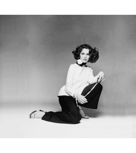 Lois Chiles Wearing An Over-blouse And Pants © Francesco Scavullo